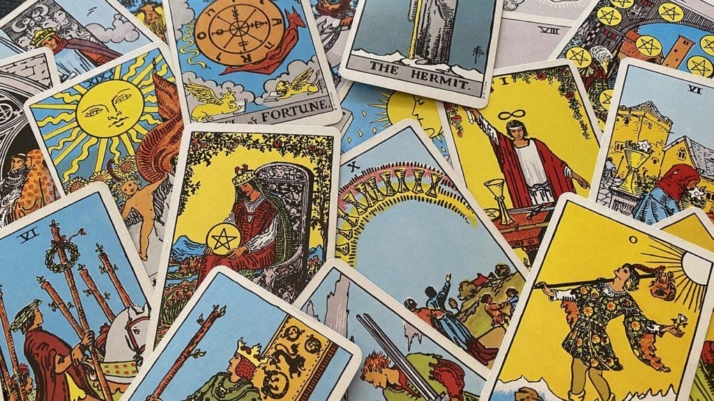 le melange des cartes du tarot (1)