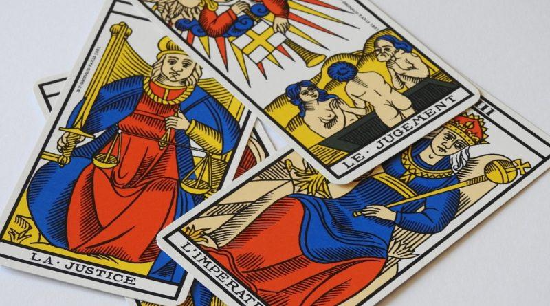 melanger les cartes du tarot